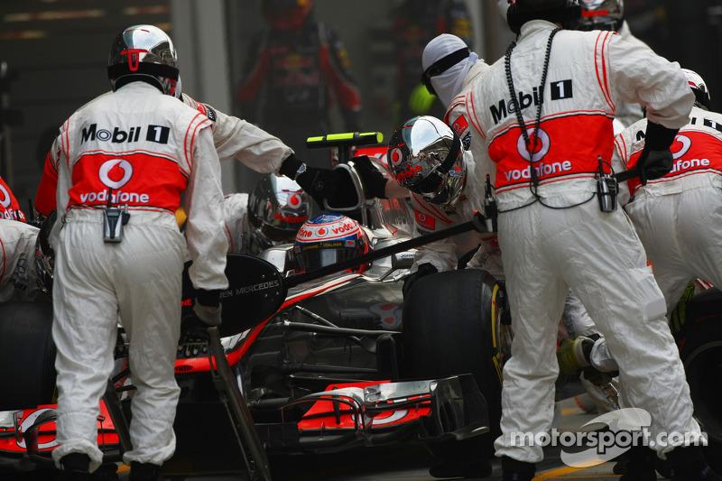 Jenson Button, McLaren Mercedes  pit stop