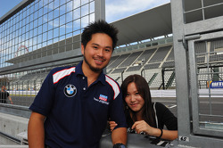 Charles Kaki Ng, BMW 320si, Liqui Moly Team Engstler and his girlfriend