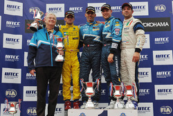 Alain Menu, Chevrolet Cruze 1.6T, Chevrolet race winner, Colin Turkington, Chevrolet Cruze 1.6T, Chevrolet 3rd position and Fabio Fabiani, BMW 320si, Proteam Racing