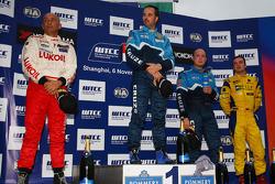Yvan Muller, Chevrolet Cruz 1.6T, Chevrolet race winner, Gabriele Tarquini, SEAT Leon 2.0 TDI, Lukoil