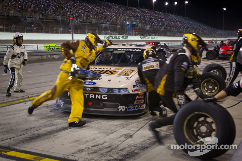 Pit stop for Ricky Stenhouse Jr., Roush-Fenway Ford