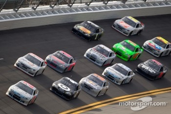 Trevor Bayne, Wood Brothers Racing Ford leads the pack