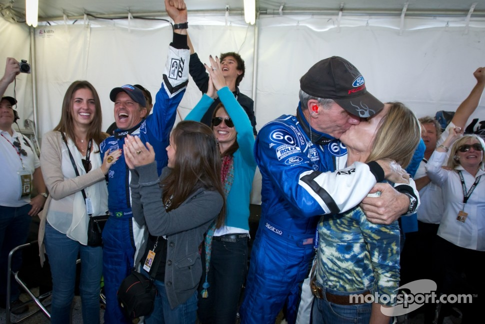 Oswaldo Negri, John Pew and family celebrate victory