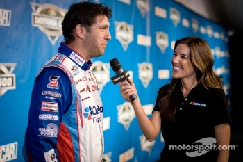 Elliott Sadler, Kevin Harvick Inc. Chevrolet with former Miss Sprint Cup girl Monica Palumbo