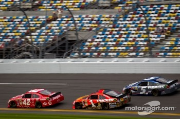 Juan Pablo Montoya, Earnhardt Ganassi Racing Chevrolet, Jamie McMurray, Earnhardt Ganassi Racing Chevrolet, Kasey Kahne, Hendrick Motorsports Chevrolet