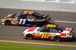 Denny Hamlin, Joe Gibbs Racing Toyota, Greg Biffle, Roush Fenway Racing Ford