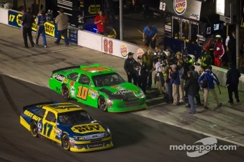 Race winner Matt Kenseth, Roush Fenway Racing Ford heads to victory lane