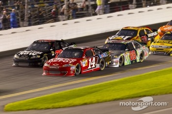 Regan Smith, Furniture Row Racing Chevrolet, Tony Stewart, Stewart-Haas Racing Chevrolet, Dale Earnhardt Jr., Hendrick Motorsports Chevrolet