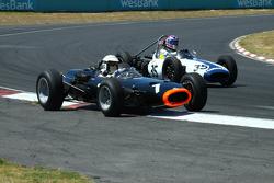 #1 Richard Attwood - BRM P261 F1 (1964) and #35 Doug Mockett - Cooper T53 (1961)