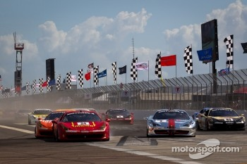 Start: #24 Ferrari of Beverly Hills 458TP: Carlos Kauffmann hit by #77 Ferrari of Beverly Hills 458TP: Harry Cheung