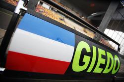 Pit board for Giedo van der Garde, Caterham Third Driver