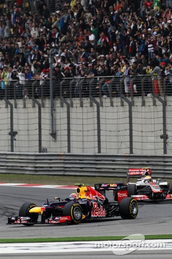 Mark Webber, Red Bull Racing leads Lewis Hamilton, McLaren