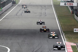 Bruno Senna, Williams leads Paul di Resta, Sahara Force India and Sebastian Vettel, Red Bull Racing