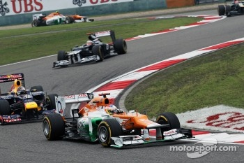 Paul di Resta, Sahara Force India leads Sebastian Vettel, Red Bull Racing