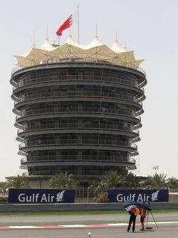 Circuit building