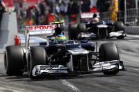 Fórmula 1 Fotos - Bruno Senna, Williams and team mate Pastor Maldonado, Williams leave the pits