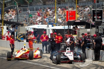 Will Power, Verizon Team Penske Chevrolet and Helio Castroneves, Team Penske Chevrolet head to track