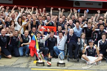 The Williams F1 Team celebrates Pastor Maldonado's victory