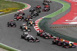 Sebastian Vettel, Red Bull Racing leads Jenson Button, McLaren and Kamui Kobayashi, Sauber at the start of the race