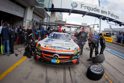 Pit stop for #66 Hankook-Team Heico Mercedes-Benz SLS AMG GT3: Pierre Kaffer, Christiaan Frankenhout, Andreas Simonsen