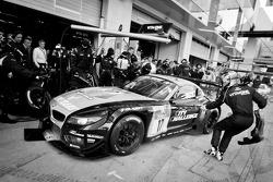 Pit stop for #17 Vita4one Racing Team BMW Z4 GT3: Mathias Lauda, Frank Kechele, Pedro Lamy, Ricardo van der Ende