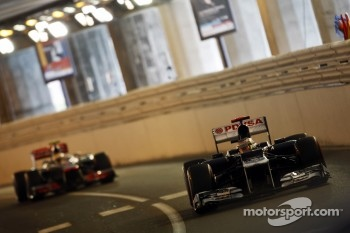 Pastor Maldonado, Williams leads Lewis Hamilton, McLaren Mercedes