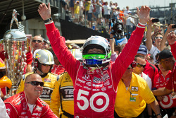 Victory circle: race winner Dario Franchitti, Target Chip Ganassi Racing Honda celebrates