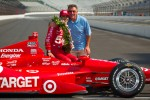 Winners photoshoot: Dario Franchitti, Target Chip Ganassi Racing Honda with his dad
