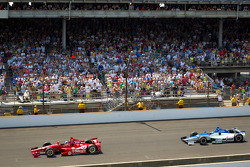 Dario Franchitti, Target Chip Ganassi Racing Honda leads Takuma Sato, Rahal Letterman Lanigan Honda with one lap to go
