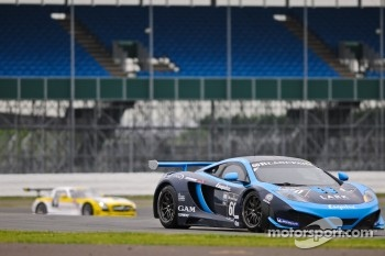 #60 Von Ryan Racing McLaren MP4-12C GT3: Julien Draper, Matt Draper, Stephen Jelley