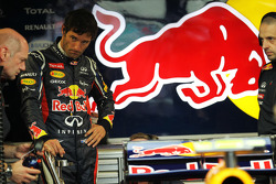 Mark Webber, Red Bull Racing and Adrian Newey, Red Bull Racing Chief Technical Officer, in the pits