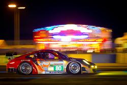 #80 Flying Lizard Motorsports Porsche 911 RSR: Jörg Bergmeister, Patrick Long, Marco Holzer