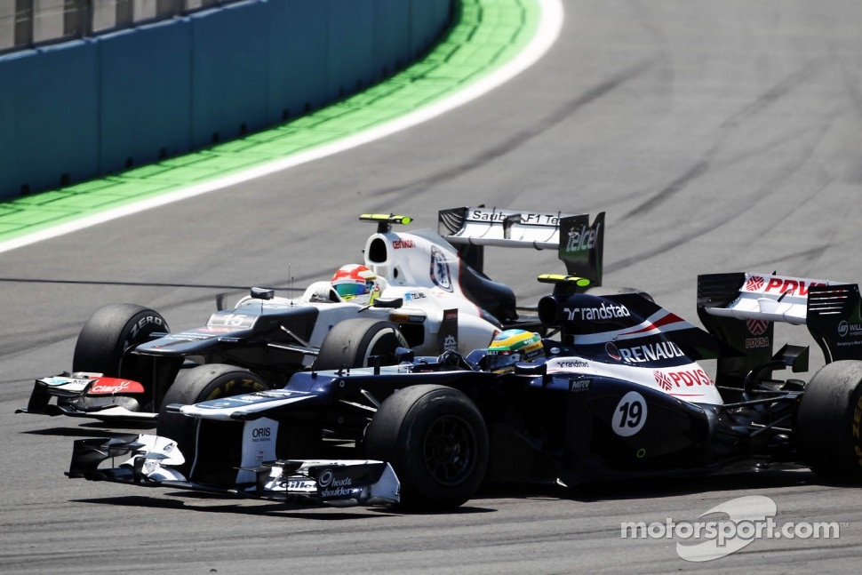 Bruno Senna, Williams leads Sergio Perez, Sauber