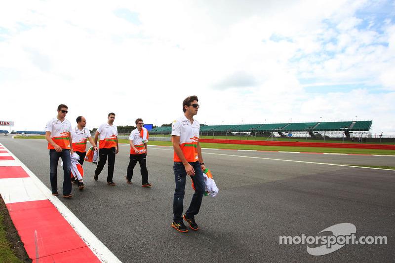Jules Bianchi, Sahara Force India F1 Team Third Driver and Paul di Resta, Sahara Force India F1 walk the circuit
