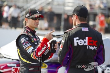 Jeff Gordon, Hendrick Motorsports Chevrolet, Joey Logano, Joe Gibbs Racing Toyota and Bill Elliott involved in a crash