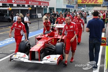 Ferrari of Fernando Alonso, Scuderia Ferrari pushed from scrutineering