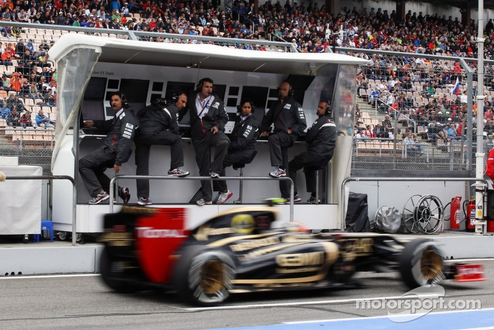 Romain Grosjean, Lotus F1 passes the Sauber pit gantry
