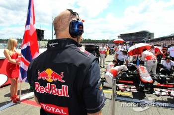 Adrian Newey, Red Bull Racing Chief Technical Officer looks at the McLaren on the grid