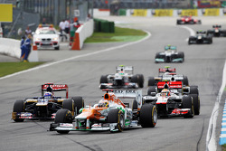 Paul di Resta, Sahara Force India leads Daniel Ricciardo, Scuderia Toro Rosso and Lewis Hamilton, McLaren