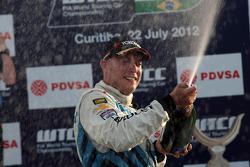 Podium: winner Robert Huff, Chevrolet Cruze 1.6T, Chevrolet