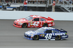 Juan Pablo Montoya, Earnhardt Ganassi Racing Chevrolet and Jimmie Johnson, Hendrick Motorsports Chevrolet