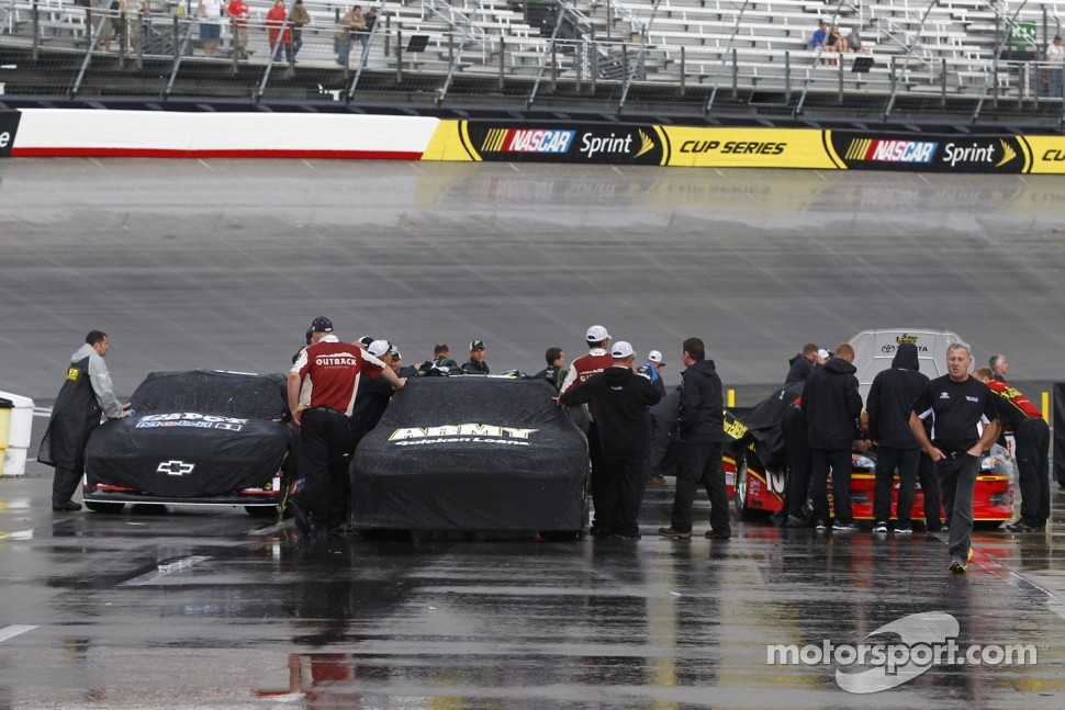 Crews remove the cars after qualifying was cancelled