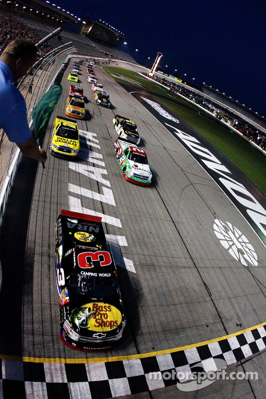 Start: Ty Dillon leads the field