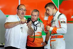 Paul di Resta, Sahara Force India F1 with his dad Louis di Resta,