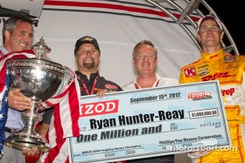 IndyCar Series 2012 champion Ryan Hunter-Reay, Andretti Autosport Chevrolet is presented with his championship check, with Michael Andretti and Chief Executive Officer of IndyCar Randy Bernard