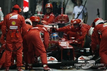 Fernando Alonso, Ferrari makes a pit stop