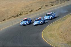 Yvan Muller, Chevrolet Cruze 1.6T, Chevrolet, Alain Menu, Chevrolet Cruze 1.6T, Chevrolet leads Robert Huff, Chevrolet Cruze 1.6T, Chevrolet
