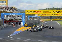 Start: Felix Rosenqvist leads