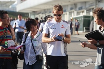 Jenson Button, McLaren signs autographs for the fans