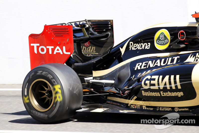 Kimi Raikkonen, Lotus F1 new engine cover detail